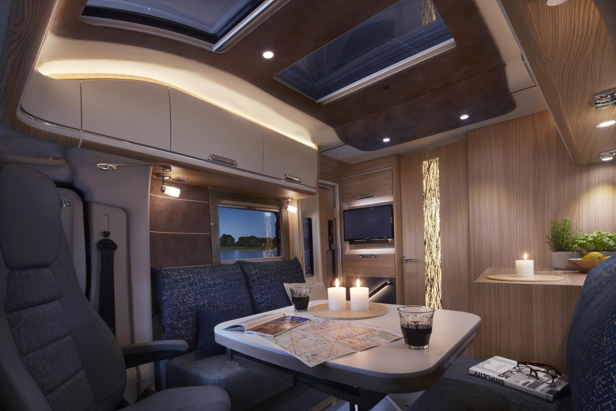 smove niesmann bischoff das sportliche teil integrierte wohnmobil. Black Bedroom Furniture Sets. Home Design Ideas