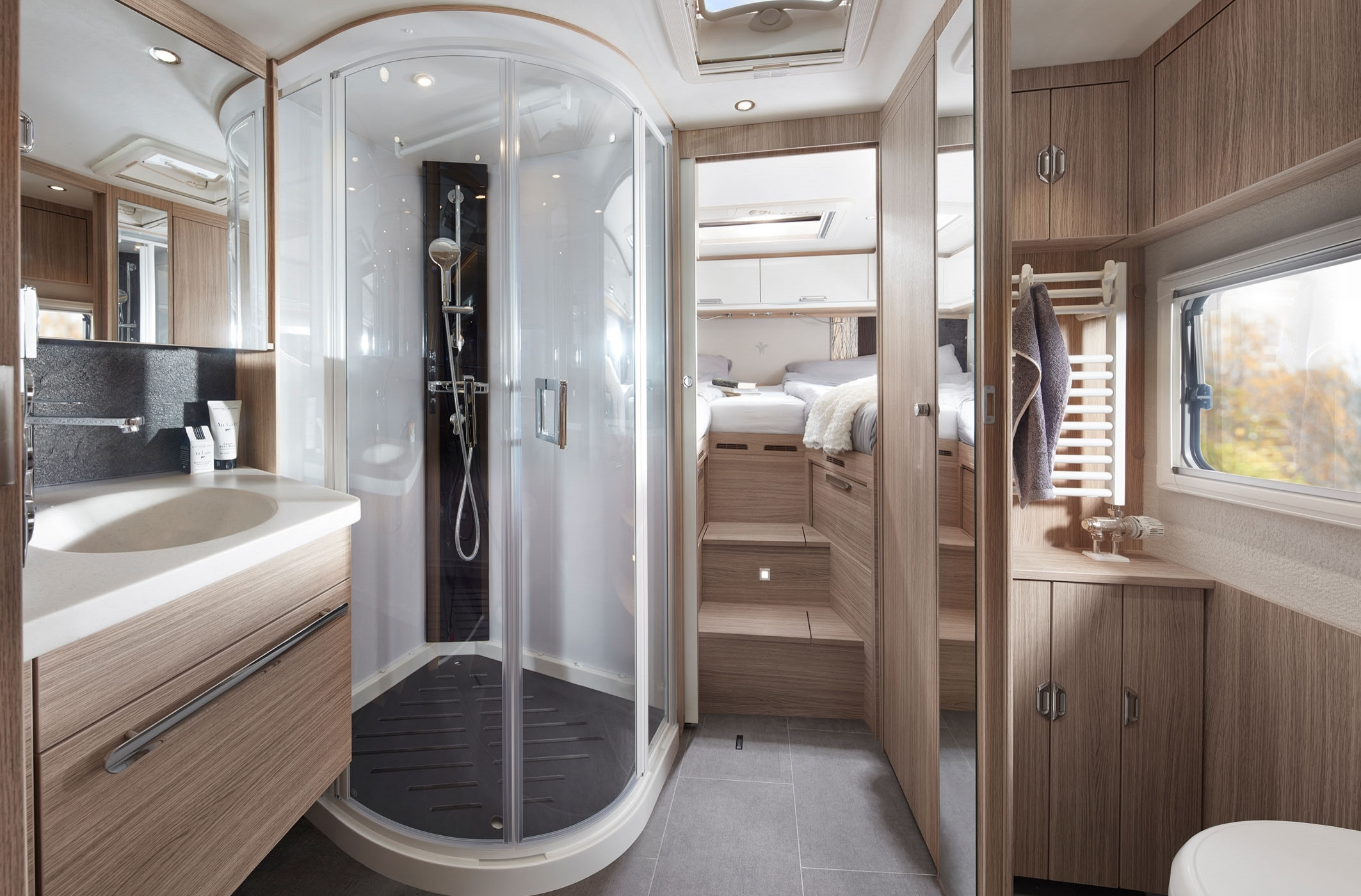 NIESMANN+BISCHOFF - Arto 88B - Comfort on board - in the luxury bath as well