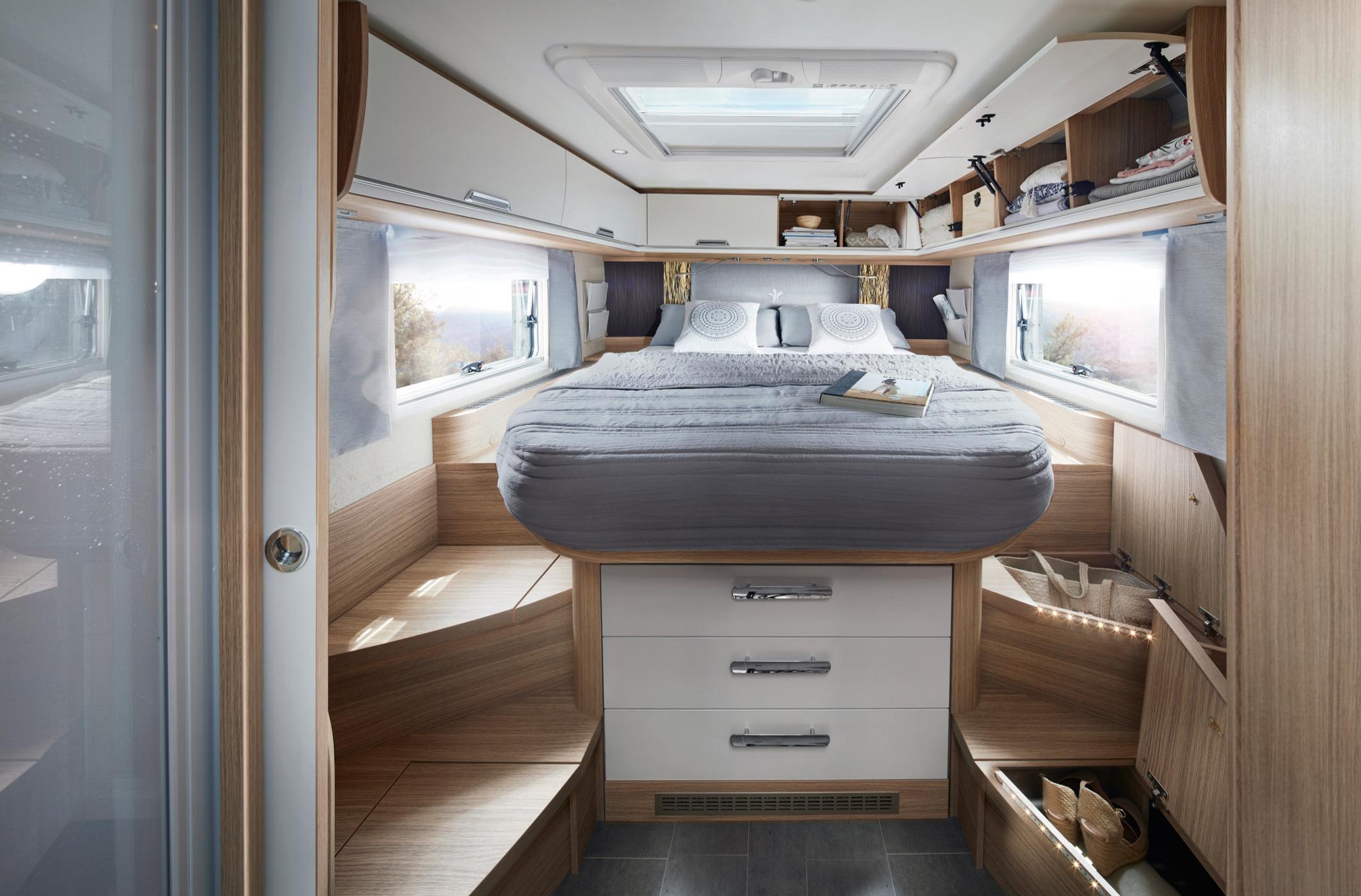NIESMANN+BISCHOFF - Arto 88LF - combinaison-d'une spacieuse salle de bain luxueuse et d'un lit aux dimensions genereuses