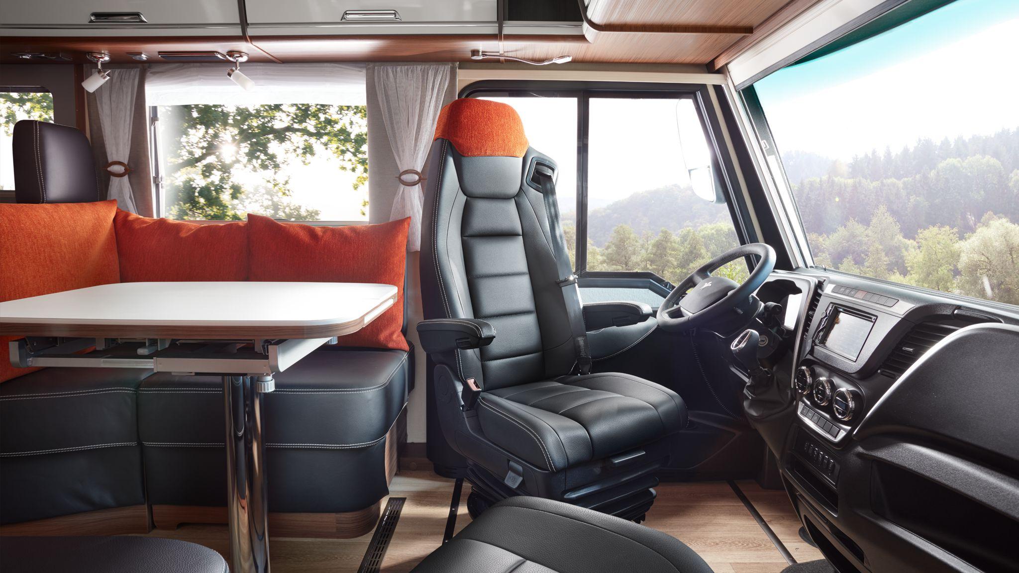NIESMANN+BISCHOFF - Flair - Fahrersitz zur Seite gedreht