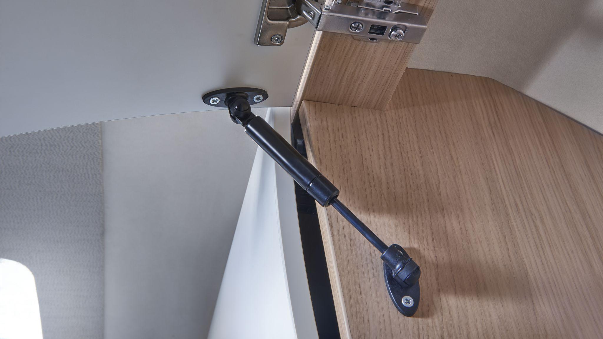 NIESMANN+BISCHOFF - Smove - Push-to-open Hängeschrank geöffnet mit Gasdruckaufsteller