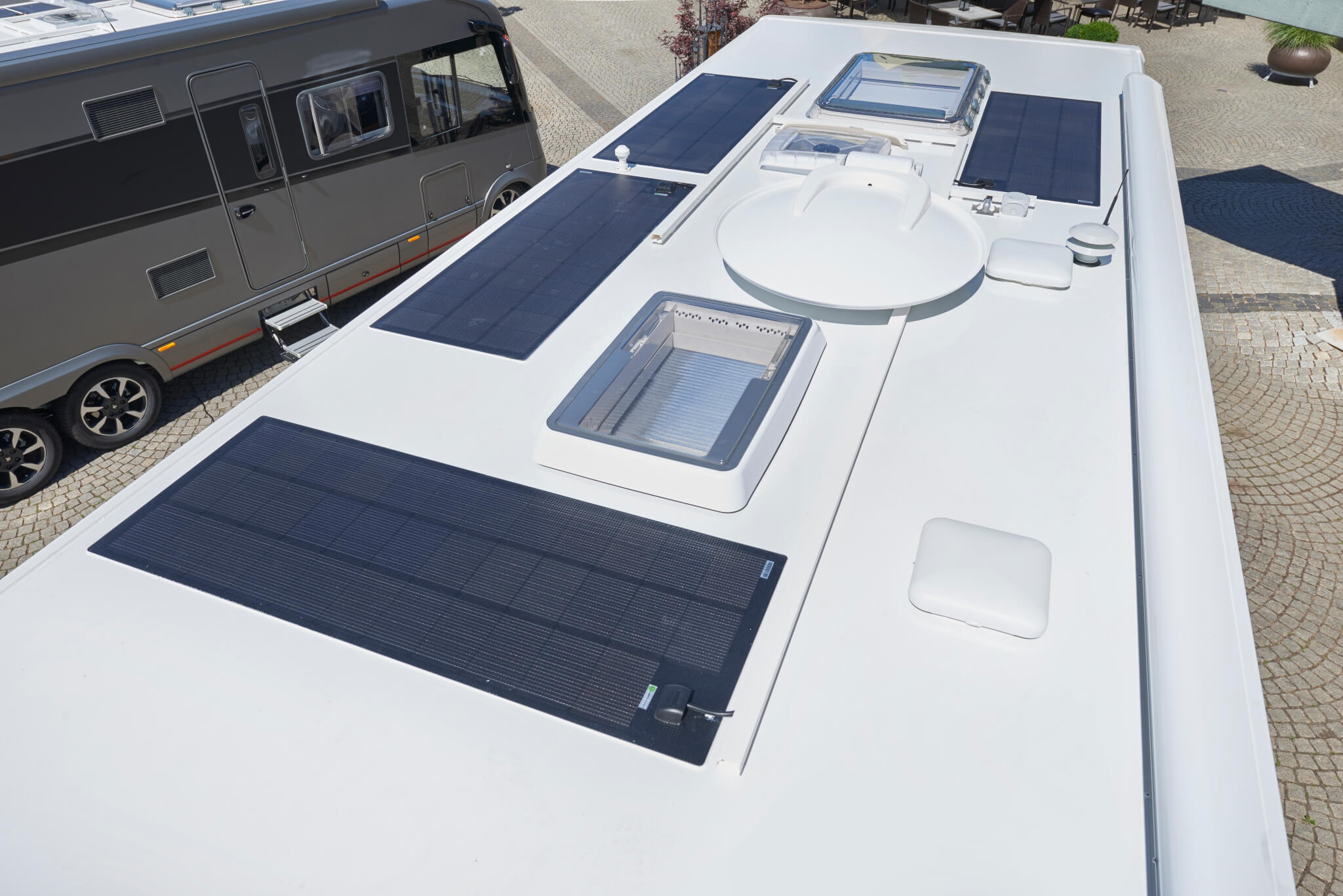 NIESMANN+BISCHOFF - Flair 920 LW - Four solar panels - part of the lithium energie package