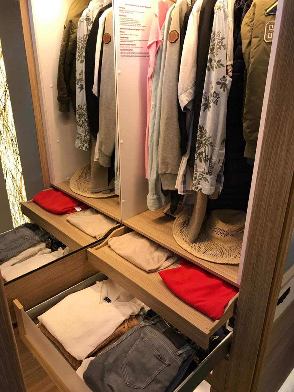 NIESMANN+BISCHOFF - Flair - Ein Flair und eine Weltpremiere - Ein begehbarer Kleiderschrank im Wohnmobil exklusiv nur bei Niesmann+Bischoff