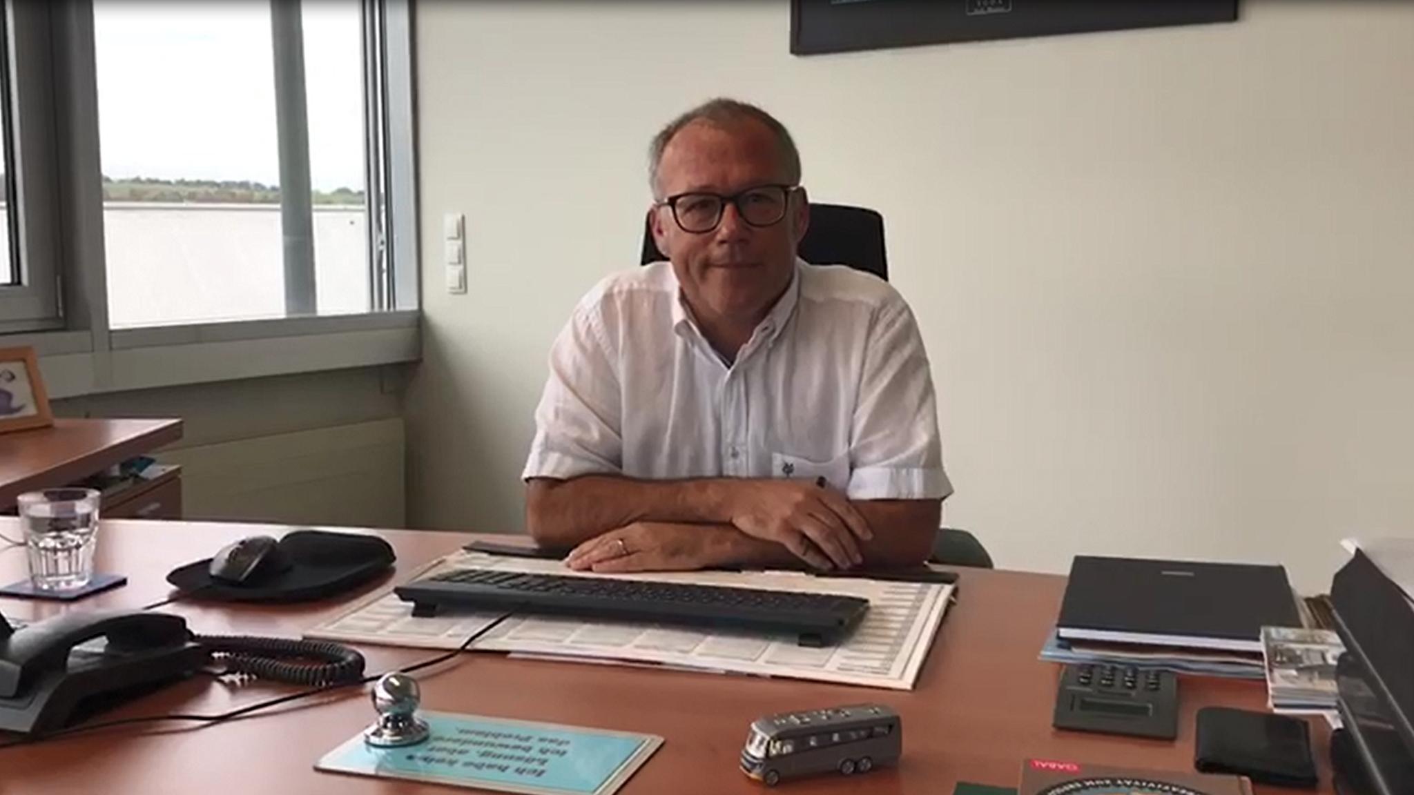 NIESMANN+BISCHOFF - Flair - Geschaeftsfuehrer Herr Brandl wieder zurueck im Buero-nach einer Woche Prototypen Test